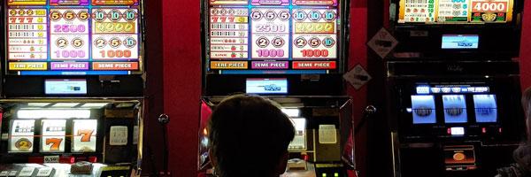 3-huippupelityyppiä-joita-voit-pelata-Desert-Nights-kasinolla-Automaattipelit