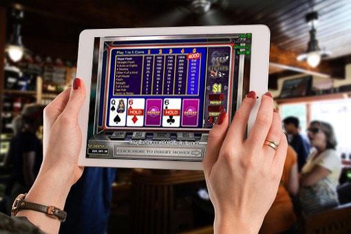 4 videopokeripeliä joita voit pelata Desert Nights kasinolla Aces Faces - 4 videopokeripeliä, joita voit pelata Desert Nights -kasinolla