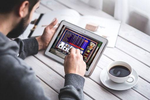 4 videopokeripeliä joita voit pelata Desert Nights kasinolla Tens or Better - 4 videopokeripeliä, joita voit pelata Desert Nights -kasinolla